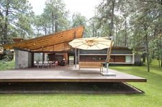 House modern mixed in Tapalpa, Mexico | Fachada de casa moderna combinada con fachada de casa de campo