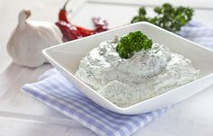 Vegetable Dip 1 small container g) sour cream Equal amount of mayonnaise 1 Tbsp. Cheese Dip Recipes, Gf Recipes, Skinny Recipes, Alouette Cheese Recipe, Healthy Dishes, Healthy Cooking, Superfood, Herb Dip Recipe, Feta