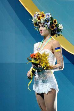 Українська гімнастка Ганна Різатдінова... Ukraine Women, Costumes Around The World, Ukrainian Art, Goth Women, Gymnastics Girls, Folk Fashion, Photography Women, American Women, Flowers In Hair