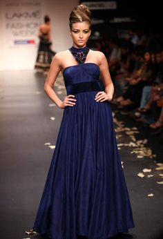 105Lakme-Fashion-Week-Winter-Festive-2011-Day-2-Anita-Dongre-.jpg (467×686)