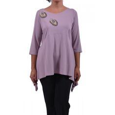 Μπλούζα από βισκόζ ελαστικό ασύμμετρη και μοτίφ αυτοκόλλητα. Συνθ.:94%VIS 4%EL Plus Size Blouses, Tunic Tops, Women, Fashion, Moda, Fashion Styles, Fashion Illustrations, Woman