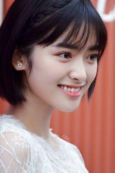 shen yue Beautyfull and prettygirl😍😊😉 Meteor Garden Cast, Meteor Garden 2018, A Love So Beautiful, Beautiful People, Bushy Eyebrows, Divas, Chinese Actress, Korean Celebrities, Hair Goals
