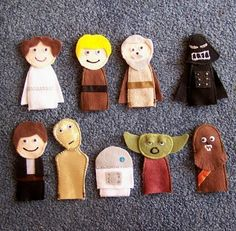 finger puppets for star wars quiet book Star Wars Crafts, Felt Finger Puppets, Crafts For Kids, Arts And Crafts, Little Presents, Star Wars Party, Felt Toys, Felt Art, Felt Ornaments