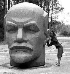 Lenin your ears and I sing you a song. Celebridades Fashion, Propaganda Art, Soviet Art, Soviet Union, Socialist Realism, Lion Of Judah, Building Art, Indigenous Art, Russian Art