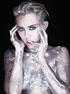 Miley cyrus by photographer rankin - miley's elf ears and piercing eyes are so high fashion. she wears the glitter, it doesn't wear her. Fashion Photography Poses, Fashion Photography Inspiration, Fashion Poses, Photography 101, Hannah Montana, Fantasy Eyes, Miley Cyrus Photoshoot, Divas, Piercings