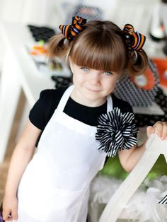 Throw a Halloween Cupcake-Decorating Party : Decorating : Home & Garden Television