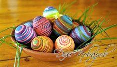 Замысловатых разводов раскрашиваем яйца разноцветными нитями мулине