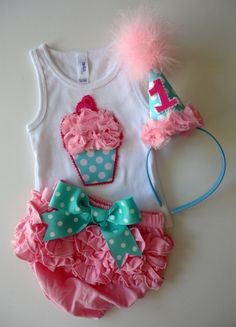 The Cupcake Party SET by alphabulous on Etsy, $44.00  Omg I have got to have this for my small child girl!!!!