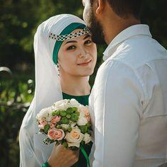 Прекрасная невеста Аделя. Так красиво завязала себе платок на никах после моего урока по скайпу. Приглашаю девушек с других городов ко мне на онлайн обучения!!! Начните вкладывать в свою внешность и стиль ведь эти знания останутся с вами навсегда.. #Никах #никях #мастеркласс #повязываниеплатков #платок #образневесты #мусульманскаяневеста #hijabstyle #weddinghijab #halalwedding by daniya_stilist