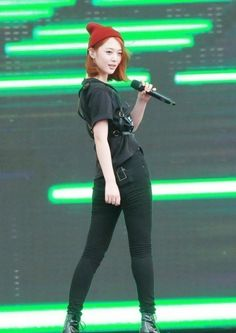The Charismatic Back View of  f(x)'s Youngest Member Sulli | f(x)'s member #Sulli showed off a chic charm through an all-black outfit. | Link: http://www.kpopstarz.com/articles/33286/20130702/f-x-sulli-all-black-outfit.htm