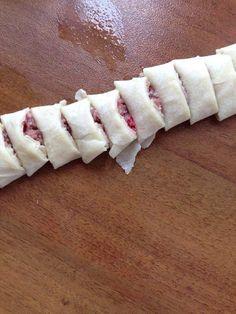 Çıtır mantı yufka kesme Turkish Recipes, Ethnic Recipes, Turkish Kitchen, Homemade Beauty Products, Tart, Sushi, Easy Meals, Cheese, Baking