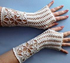 ideas for crochet patterns slippers fingerless mitts Crochet Fingerless Gloves Free Pattern, Fingerless Mitts, Crochet Mittens, Crochet Slippers, Crochet Scarves, Crochet Motif, Crochet Designs, Crochet Clothes, Freeform Crochet