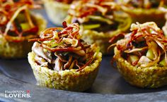 Find the recipe of these gluten free quinoa tarts with mushrooms on Fine Dining Lovers https://www.finedininglovers.com/recipes/appetizer/gluten-free-quinoa-tarts/