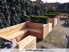Horeca loungesets met plantenbakken. #loungeset #tuinmeubel #douglas #horeca #terras
