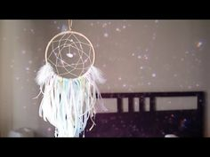 DIY: how to make a pastel dreamcatcher. Lovely accessory for the bedroom and a great gift for a friend. Dream Catcher Tutorial, Diy Generator, Pastel Room, Diy Tumblr, All Family, Cute Diys, Diy Gifts, Christmas Diy, Projects To Try