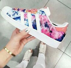 Adidas Women Shoes - Tendance Chausseurs Femme 2017 adidas superstar - We reveal the news in sneakers for spring summer 2017 Women's Shoes, Cute Shoes, Me Too Shoes, Shoe Boots, Shoes Sneakers, Shoe Bag, Shoes Style, Yeezy Shoes, Trendy Shoes