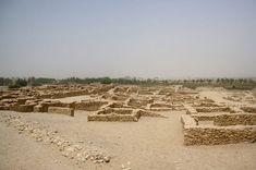 Dilmun fue una civilización comercial importante en su apogeo. Abarcó un área que consiste en la actual Bahrein, Kuwait, y partes de Arabia Saudita