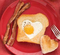 Heartshaped Eggs & Toast