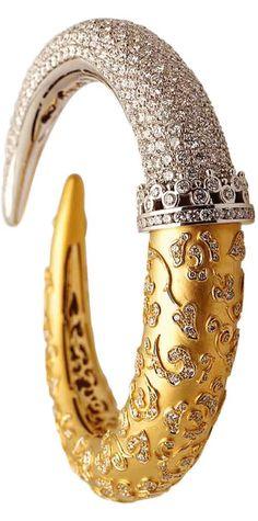 "hautetramp: "" {Daily Jewel} Ava bracelet by Carrera y Carrera ""Ava bracelet by Carrera y Carrera carats yellow gold and diamond "" "" View Post "" Gold Jewelry, Jewelry Box, Jewelry Accessories, Fine Jewelry, Jewelry Design, Unique Jewelry, Diamond Bracelets, Bangle Bracelets, Cartier"