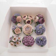 9 pcs of cupcake set.  sweetpetalcake on Instagram