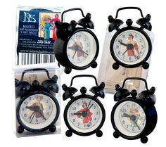 """""""El reloj no existe en las horas felices."""" (Ramón Gómez de La Serna) Pero podemos recordar ese mientras feliz, el durante en Casa y cada uno de sus segundos. Para ello hemos hecho esta magia que puedes llevar contigo: hazte con ella en la Tienda de Lis del Museo. Abrimos Lis desde hoy hasta el domingo de 11 a 20 horas y el lunes 2 de mayo, de 11 a 15 horas. :-)   Colección de relojes. Diseños de moda años 20. La Tienda de Lis."""
