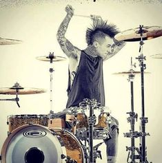Travis Barker (try with sep. medium - 3d? for drum set) mer