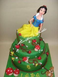 Biancaneve - by marilynscakes90 @ CakesDecor.com - cake decorating website