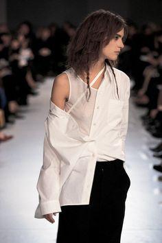 Ann Demeulemeester Fashion Show, Fall/Winter 1996 Fashion Details, Look Fashion, 90s Fashion, Runway Fashion, High Fashion, Fashion Show, Womens Fashion, Modern Fashion, Damir Doma