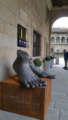 Oficina del peregrino CAMPUS STELLAE. Santiago de Compostela. Consigna. Delante de la catedral. Plaza de la Quintana.