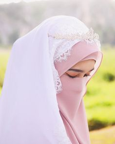 Image may contain: one or more people, outdoor and closeup Hijabi Wedding, Wedding Hijab Styles, Muslimah Wedding Dress, Hijab Wedding Dresses, Dress Muslimah, Beautiful Hijab Girl, Beautiful Muslim Women, Hijab Niqab, Muslim Hijab
