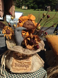 Primitive burlap bag with handmade crow and sunflowers. Berries and acorns. Fabric Flowers, Paper Flowers, Santa Crafts, Burlap Bags, Sunflower Pattern, Prim Decor, Fall Things, Crafts To Make And Sell, Craft Shop