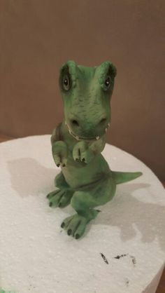 baby T. Dinosaur Cake Toppers, Dino Cake, Little Boy Cakes, Cakes For Boys, Clay Making, Anna Olson, Fondant Animals, How To Make Clay, Fondant Decorations