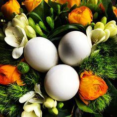 A beautiful Easter bouquet.  Rue de Buci   #ourchoix