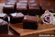 """""""Sjokoladekake med kefir"""" er en saftig og veldig myk sjokoladekake i langpanne. Se også oppskrift på """"Konfektkake i langpanne"""", som er en basert på en lignende oppskrift. Oppskriften er til stor langpanne. Barnas favoritt! Kefir, Norwegian Food, Homemade Cookies, Something Sweet, No Bake Desserts, Let Them Eat Cake, No Bake Cake, Food Inspiration, Love Food"""