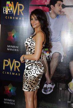 Amna sharif boob show are