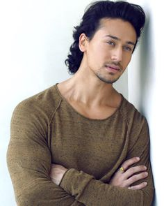 Tiger Shroff look handsome Bollywood Couples, Bollywood Stars, Handsome Actors, Cute Actors, Handsome Boys, Tiger Shroff Body, Tiger Love, Bollywood Pictures, All Black Looks