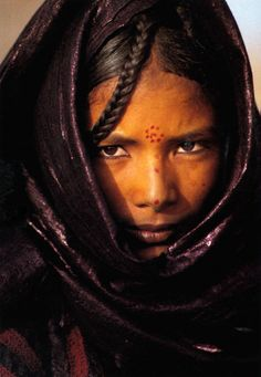 Africa | Young Tuareg Woman, Niger | Postcard image; photographer Jean-Luc Manaud
