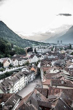 Chur Altstadt Alpenstadt im Graubünden, Schweiz Chur Switzerland, Travel Memories, Paris Skyline, Milan, Beautiful Places, Places To Visit, Vacation, World, Jet Set