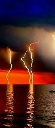 Lighting feel the Thunder Art Et Nature, All Nature, Science And Nature, Amazing Nature, Lightning Cloud, Thunder And Lightning, Lightning Strikes, Lightning Storms, Nature Pictures