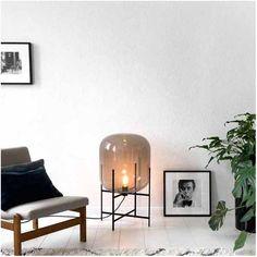 Bestel @ SOOO.nl: de design vloerlamp Oda van gekleurd rookglas met een zwart stalen frame. Een echte eye catcher!!