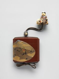 Case (Inrō) with Design of Clamshells and Fireflies