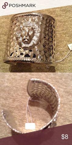 Lion head hammered cuff bracelet NWT Just arrived fashion lion head hammered silver tone cuff bracelet. A big WOWWWW Jewelry Bracelets