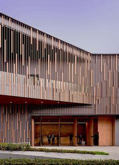 40 Ideas exterior wood facade architecture for 2019 Metal Facade, Wooden Facade, Concrete Facade, Precast Concrete, Metal Screen, Architecture Design, Facade Design, Exterior Design, Wooden Architecture