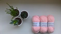 tuto-brassierenoellie J'avais envie de tricoter une petite pièce pour bébé à ma façon. Je voulais un vêtement facile à porter, à enfiler mais aussi avec une petite originalité. Comme j'…