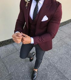 Best formal suits for men in business Top formal suits men prom Formal suits for men in black Formal Suits, Men Formal, Men's Formal Wear, Wedding Suits, Wedding Dress, Men's Suits, Stylish Men, Men Casual, Blazer Outfits Men