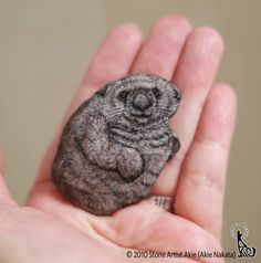 Japanese Artist Turns Stones Into Cute Animals You Can Hold In The Palm Of Your Hand - World's largest collection of cat memes and other animals Rock Painting Patterns, Rock Painting Designs, Mandala Painted Rocks, Painted Stones, Mouse Illustration, Painted Rock Animals, Rock And Pebbles, Alien Art, Pet Rocks