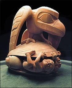 Bill Reid story of the raven La legende Haida du Grand Corbeau et des premiers Hommes Haida Kunst, Haida Art, Totems, Sculptures Céramiques, Sculpture Art, Native Art, Native American Art, Art Haïda, Haida Gwaii