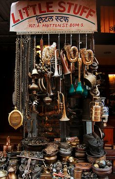 Chor Bazaar Mumbai or thieves market but contrary to the myths of stolen goods being sold here, most of the goods are either second hand or forged. Delhi India, New Delhi, Mumbai City, Vintage India, Om Namah Shivaya, Shopping Places, India People, Architecture Tattoo, Dream City