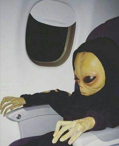 Et alien money graba top casal Trippy Wallpaper, Rap Wallpaper, Cartoon Wallpaper, Alien Aesthetic, Aesthetic Art, Aesthetic Pictures, Les Aliens, Aliens And Ufos, Images Aléatoires