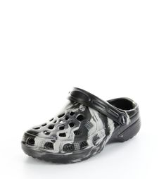 Unser #Schuh des Tages: Einen Schuh auf den du nicht besonders achten musst, der aber total bequem ist und den du zu unzähligen Erledigungen und Ereignissen tragen kannst. #ConWay, #Damen #Pantoletten – Davis – schwarz; Jetzt in 360° Ansicht, nur bei #PLAZA51!